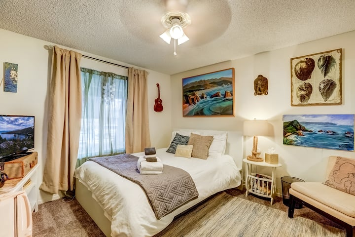 Adorable 1BR in Artsy House near Tahoe & Capitol!