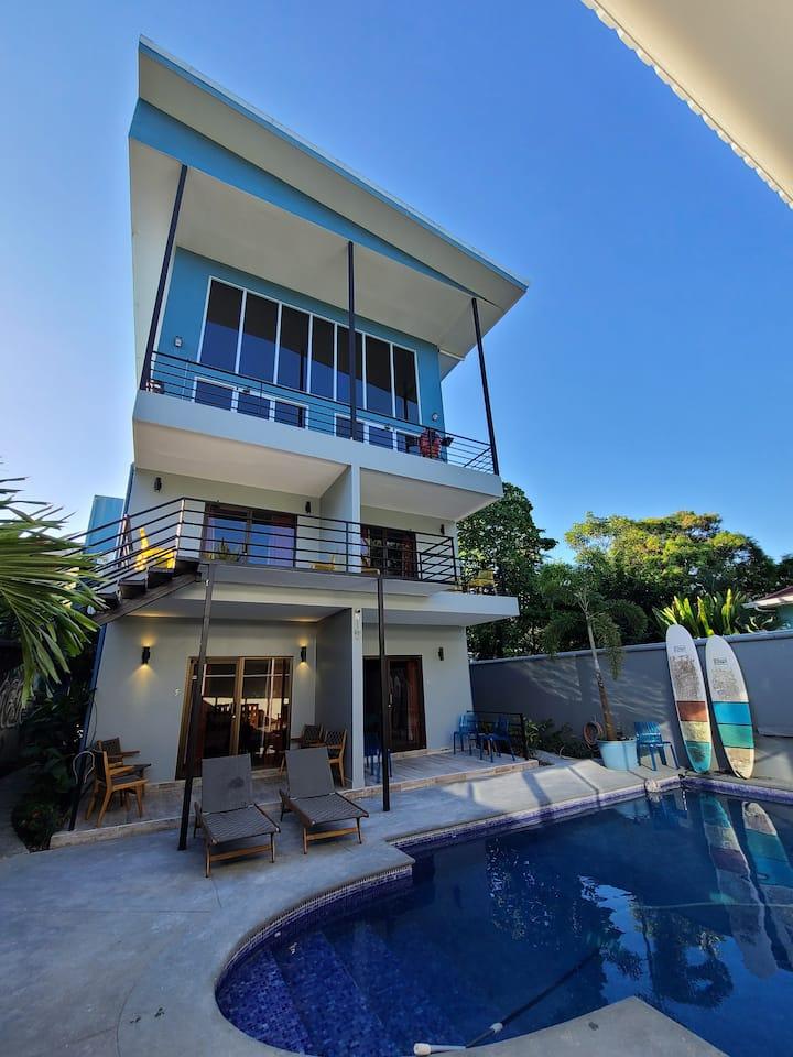Entire Modern Hotel Steps to Beach Fast WiFi Pool