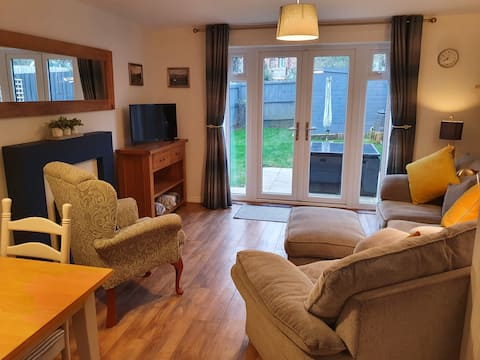Modern cosy two bedroom home with garden.