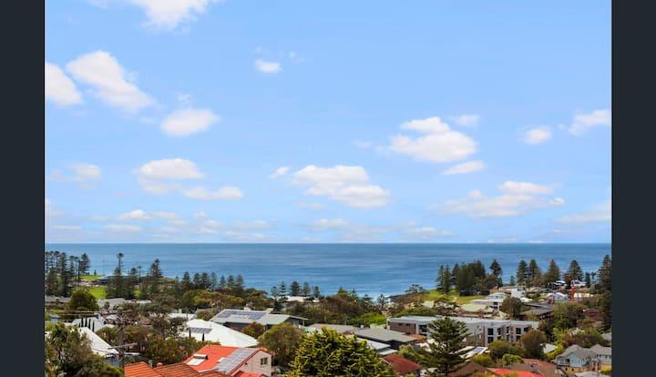 Brand new house, amazing views, walk to the beach!
