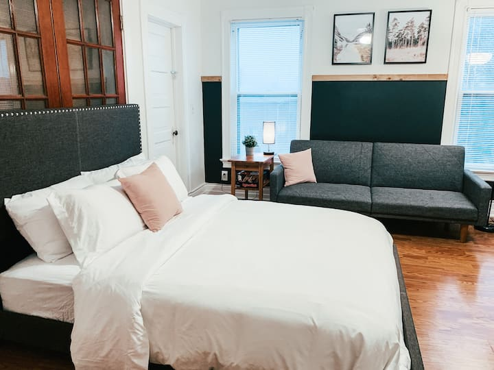 Clean & Cozy Apt |CLOSE to Downtown/Midtown/OldMkt
