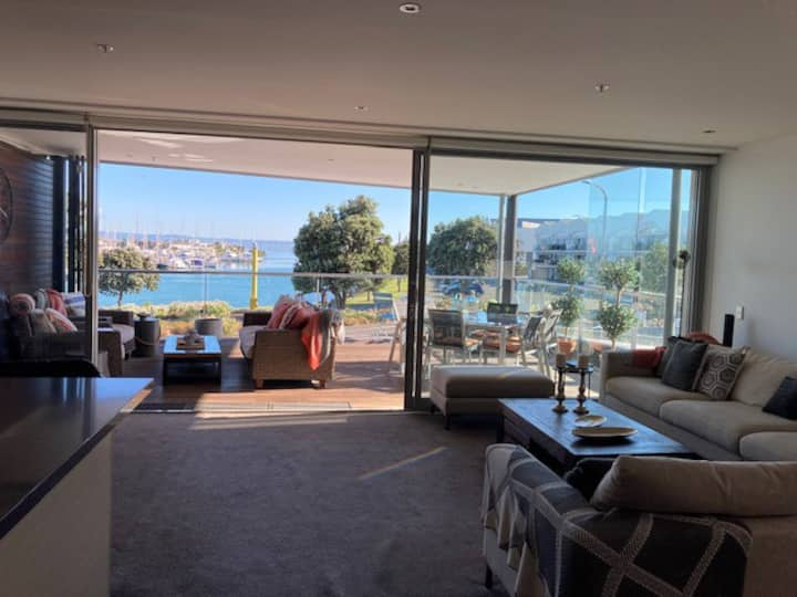 Heavenly Haven West Quay 3Bed Waterfront Apartment