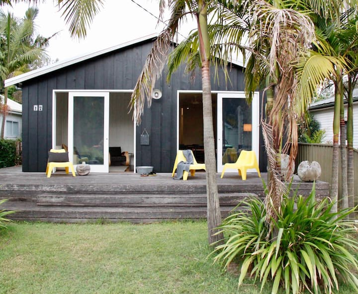 Relaxing stylish beach house - Sleeps 3 families