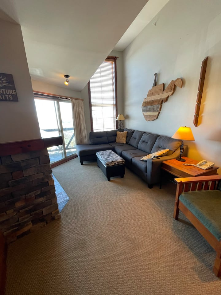 Rimfire Lodge | The Vertical Lift Condo