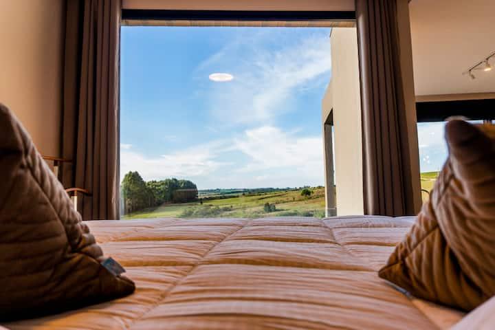 Chalé completo alto padrão (550m do Hotel Cainã).