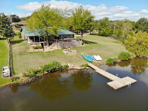 """Revival"" Lakehouse on the water with private dock"