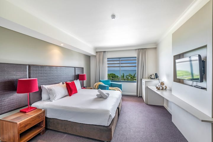 Beautiful Harbourside Resort King Studio with Pool