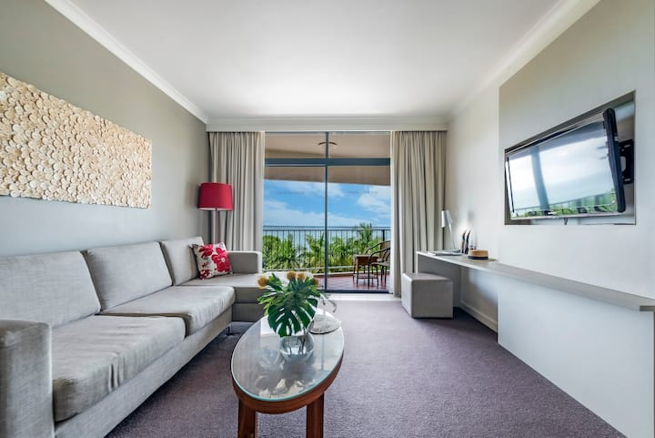 Recharge in two adjacent Harbourfront Apts + Pool