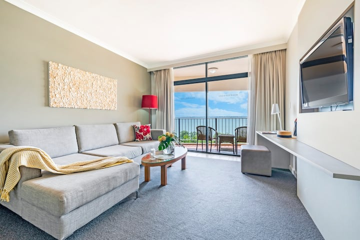Magic Harbourfront Stay in 2 adjacent Seaview Apts