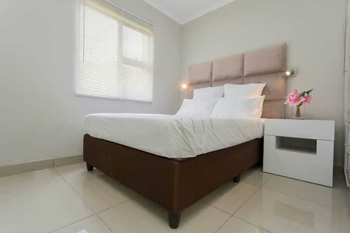 Little haven-spacious 1bed -3min to N1-20/MBS WiFi