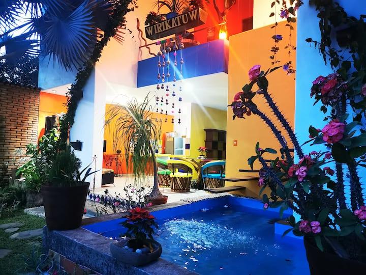 Wirikatuw, Casa con terraza y gran patio.