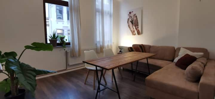 Privat Room - Modernisierte Wohnung mit großem Bad