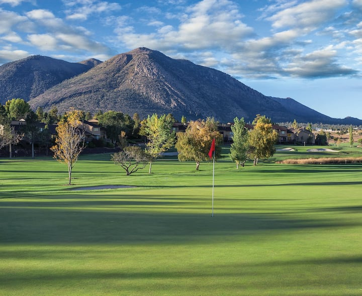 SPACIOUS 1 BEDROOM DELUXE ✦ IN THE ❤️ OF FLAGSTAFF ✦ Golf ✦ Pool ✦ Tennis and MORE!