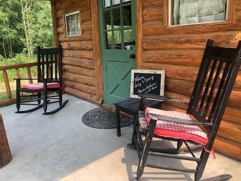 Romantic Tiny Log Cabin on Creek