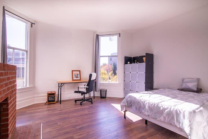 Spacious bedroom in a convenient location