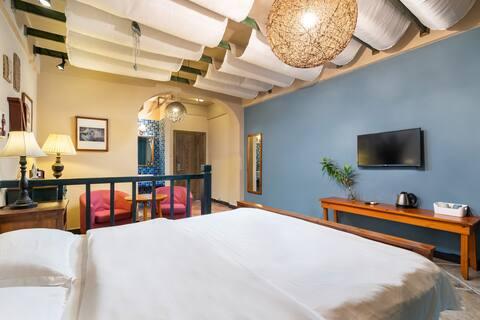 三生有幸-大东海吉阳区-微蓝艺术旅居,35米一室一卫。度蜜月理想之地。离海近,周边配套完善。流金色