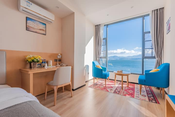 《大理洱海》新中式风落地窗阳光海景标间,有健身房洗衣房,楼顶洱海苍山天空之境拍照首选。