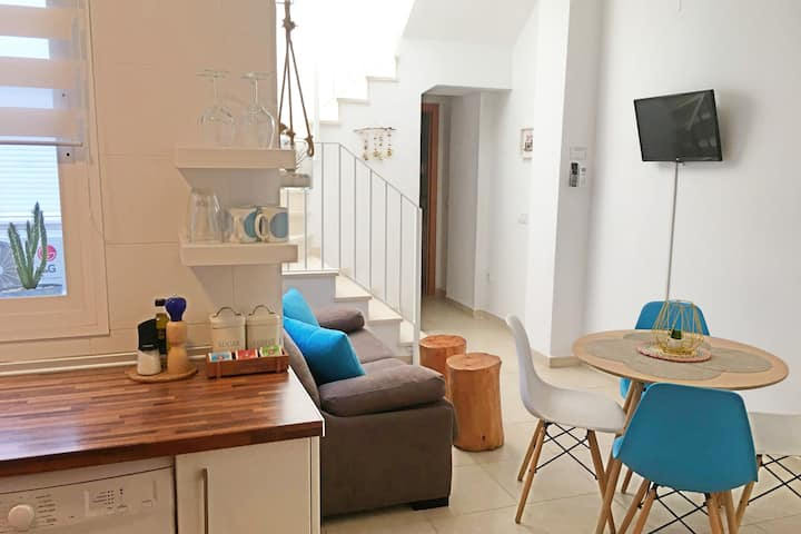 Bright Modern Flat w. Little Terrace (monthly)