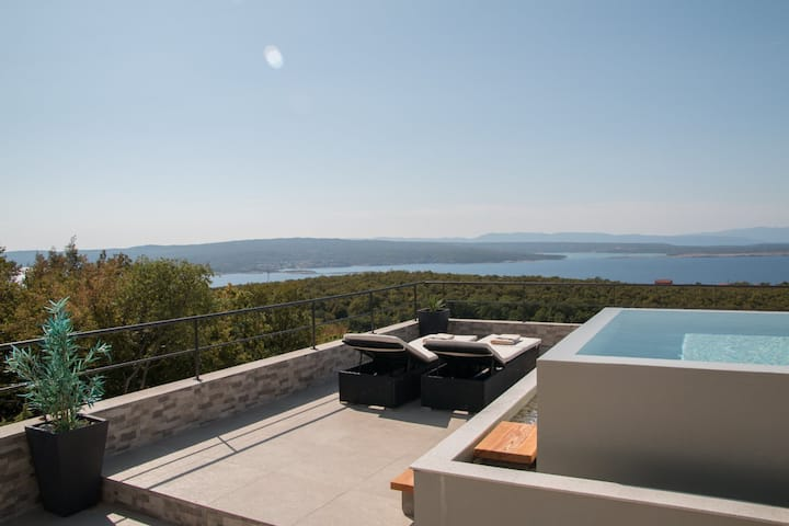 Holiday house with sea view in Crikvenica.