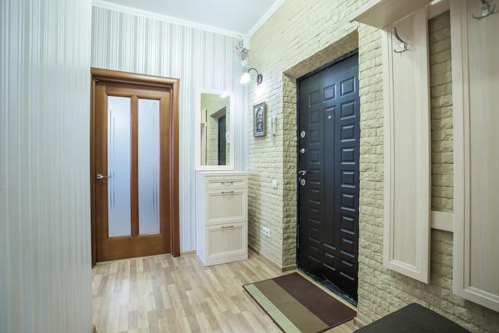 Апартаменты - Л. Шмидта, 38 - 350м до набережной