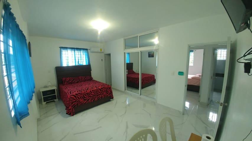 main bebdroom / habitación principal