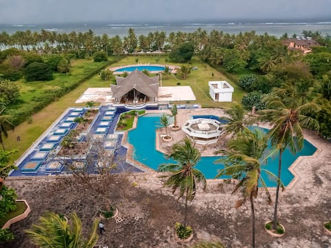Cosy beach front studio apartment in Diani Beach