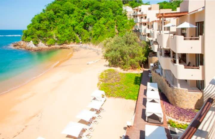 Lujosa y amplia propiedad en playa tranquila.