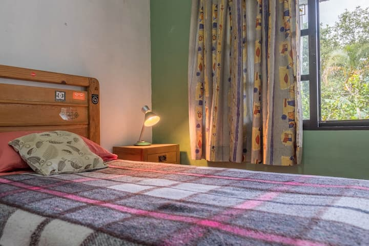 Casa Laura single room vista al jardín