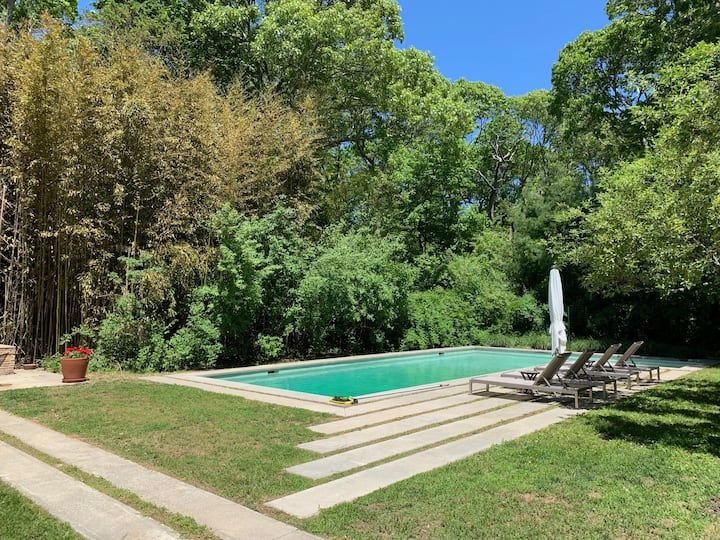 Mid-century w/pool, 2 fireplaces, steps from beach