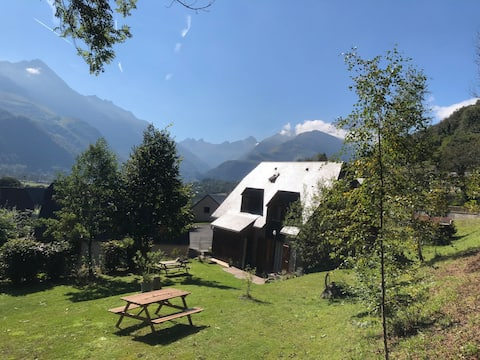 Appartement dans chalet avec jardin, vue montagne