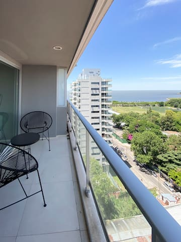 Beautiful premium apt+river view+amenities+parking