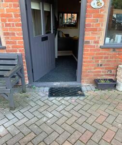 Патека до влезот без скалила