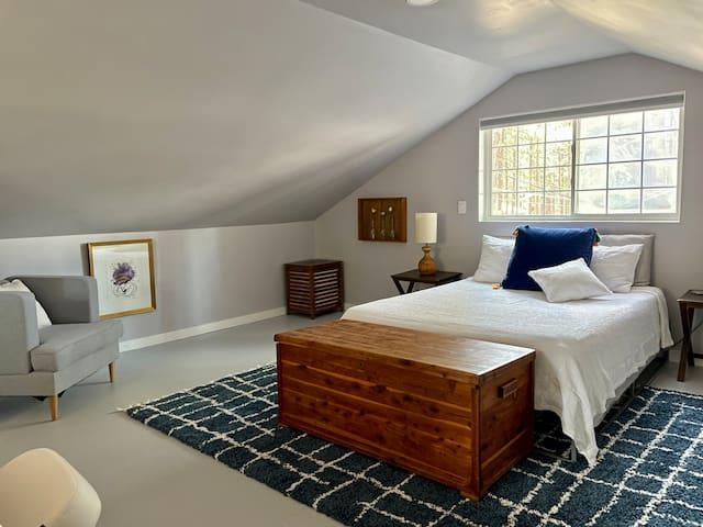 Queen bed with Casper mattress.