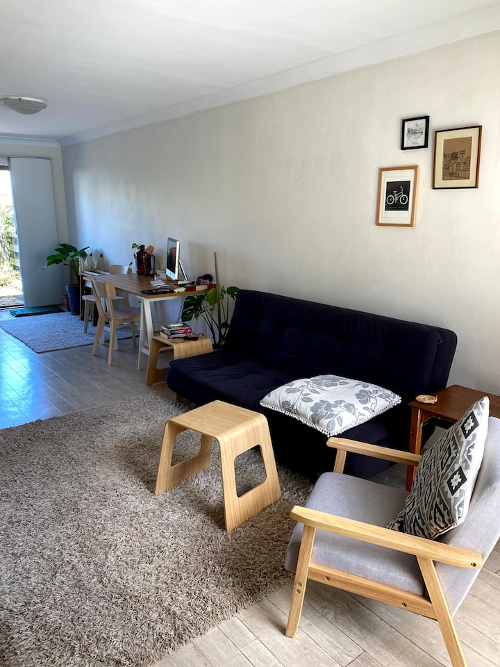 Lovely townhouse close to Waratah train station