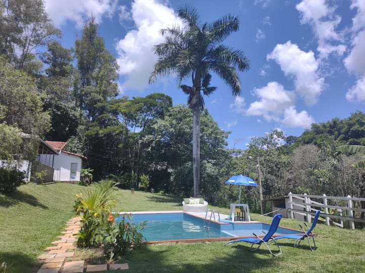 Pedacinho do Paraíso com piscina - Piranguinho MG