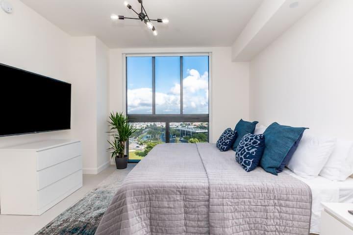 Grand Suite Studio- Modern and comfortable. 1504B