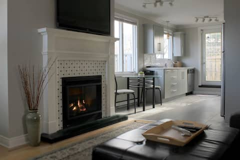Treetop: Churchill Sq.-fireplace/ rooftop patio