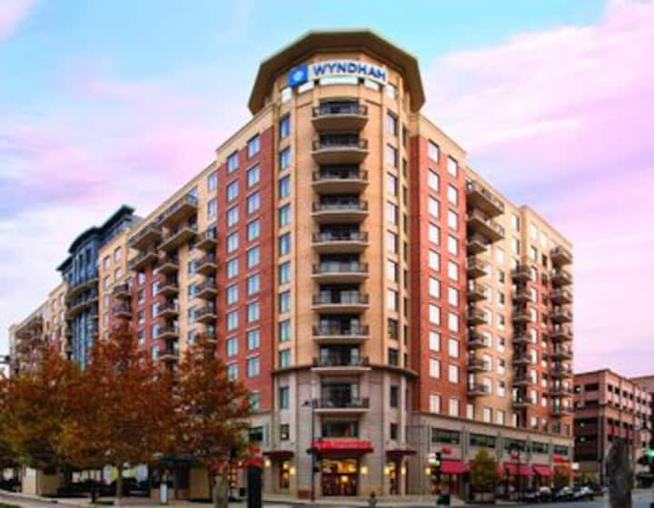 Nice 2 BR Condo in National Harbor MD Sleeps 8