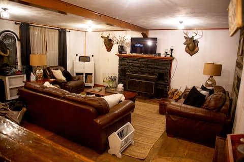 Cozy Farmhouse Cabin