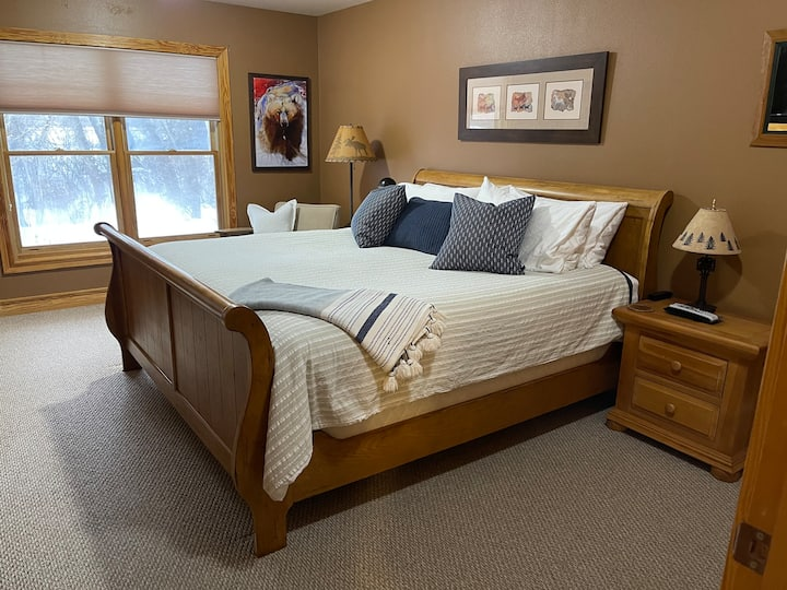 1 Bedroom Condo with Hot Tubs -Shuttle to Targhee!