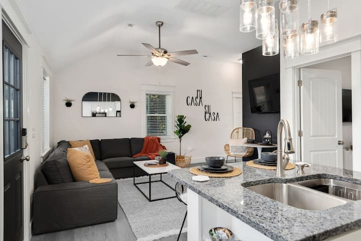 The BoHo Bungalow - Updated Space Close To Beach!