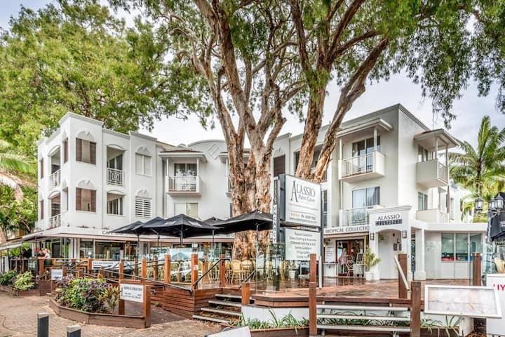 Beachfront Hideaway - Alassio Palm Cove