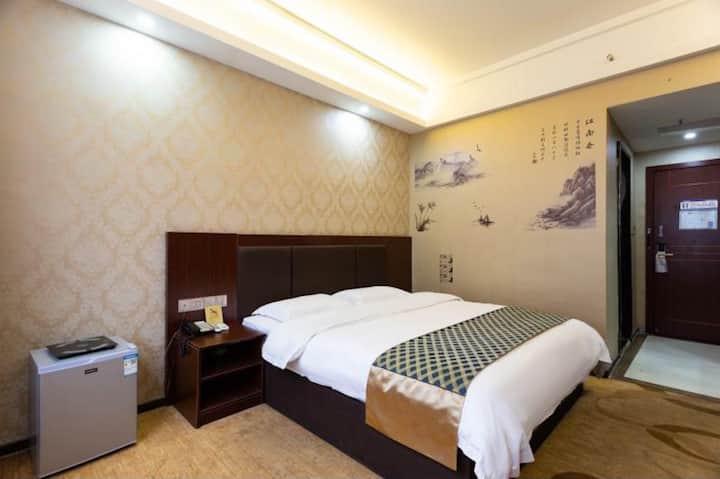 维一风尚酒店(张家界武陵源店)|优选精品大床房