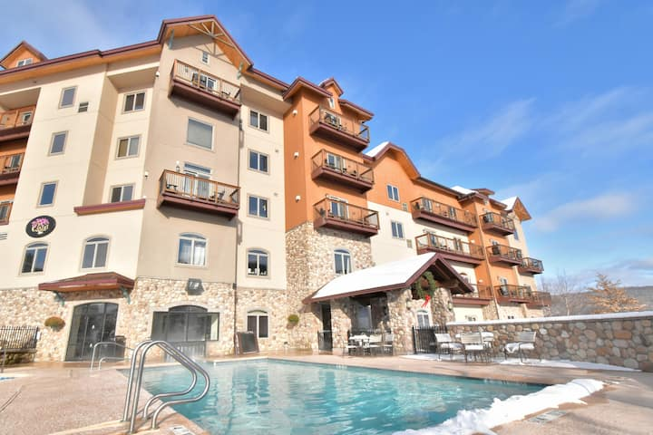 Beautiful 1 Bedroom condo ski-in/ski-out & hot tub
