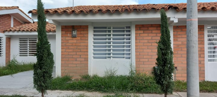 COMODA CASA CERCA PARQUE CENTRALTRANQUILA Y SEGURA