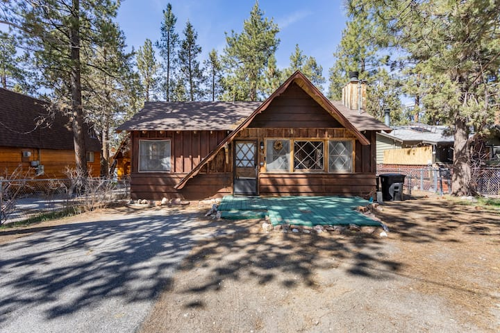 Beautiful  Rustic 2BR  Cabin in Big Bear City