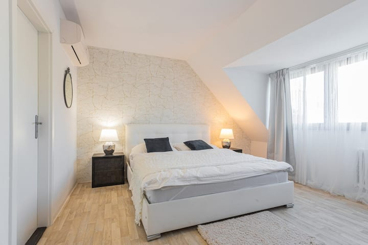 Apartment Denisa with Air-conditioning and parking