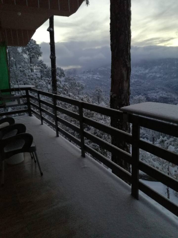 Happy Place - 2 Bed Luxury View Apartment - Murree
