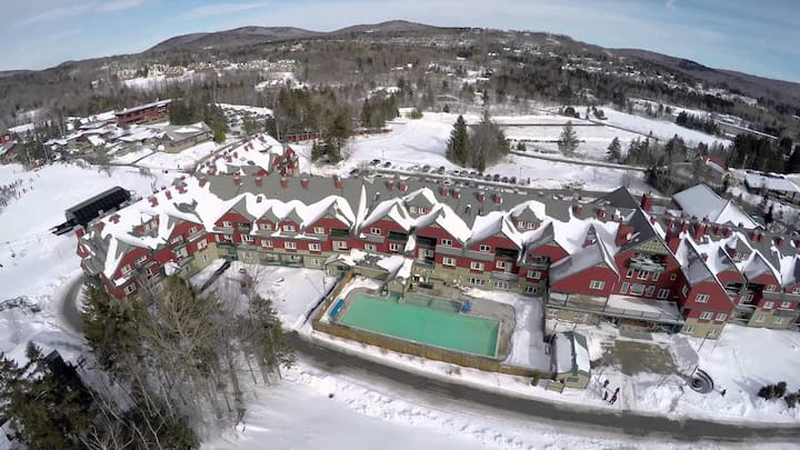 Grand Summit Resort at Mt. Snow: Ski-in, Ski-out