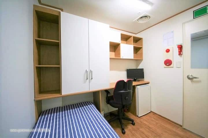 5-Clean, safety and cozy single room.(Women only)